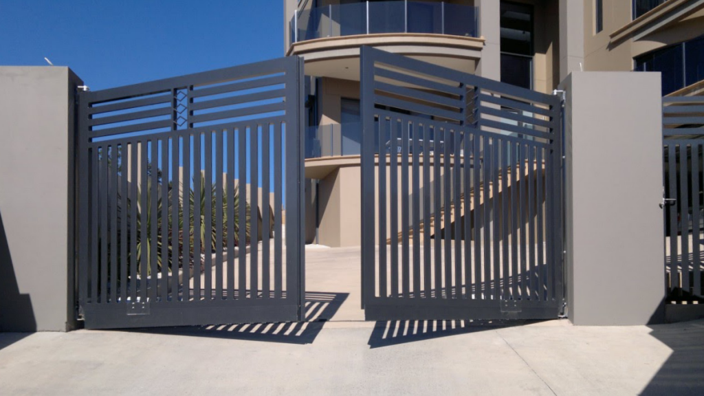 Quais as vantagens de um portão pivotante?